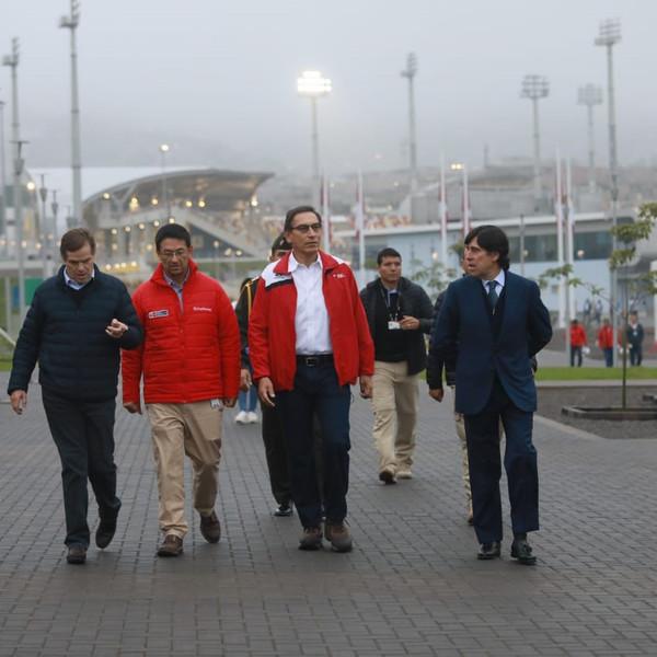 Martín Vizcarra visita las instalaciones deportivas construidas por Sacyr