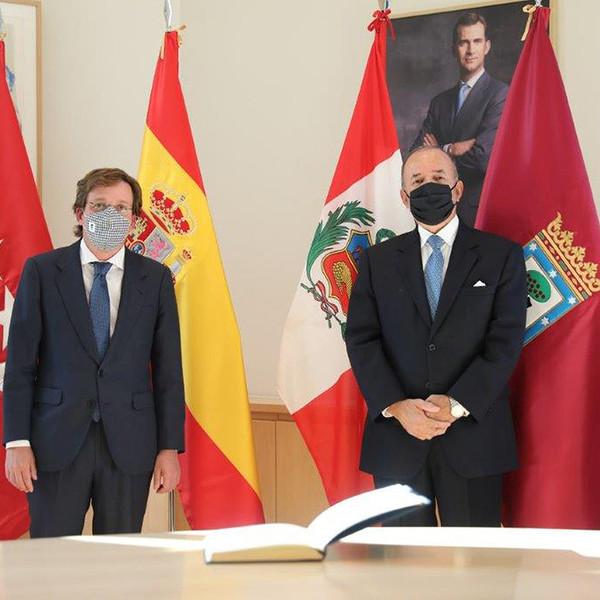 Visita del Embajador del Perú al Alcalde de Madrid